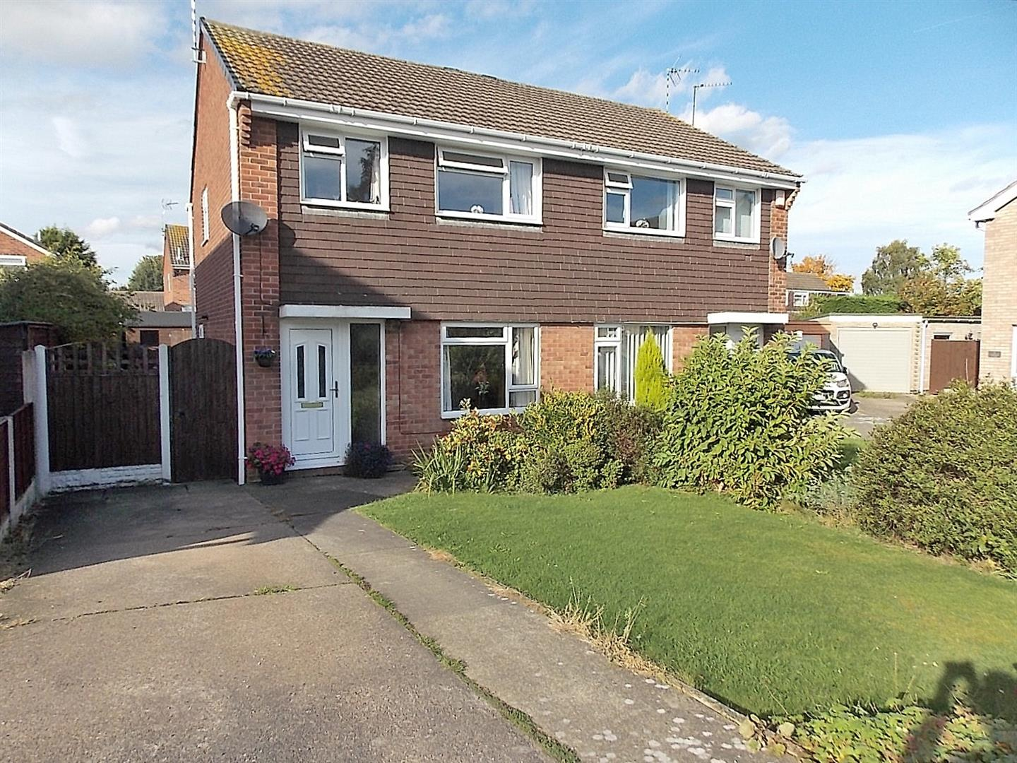 3 Bedrooms Semi Detached House for sale in Avondale Close, Long Eaton
